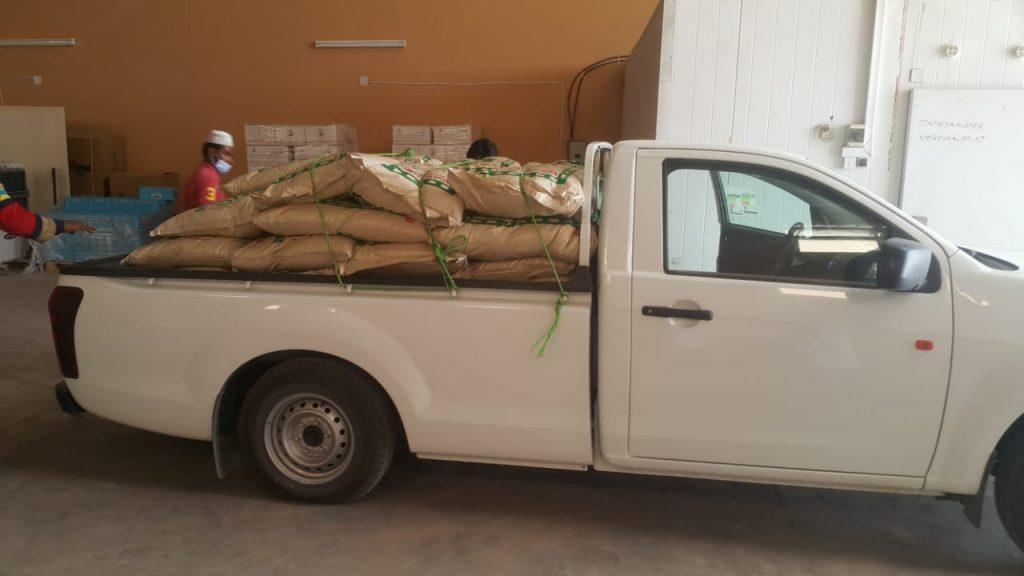 قامت جمعية البر الخيرية بدعم جمعية عطاء العجلية للخدمات الإنسانية بعدد 200 كيس أرز - 10 كيلو